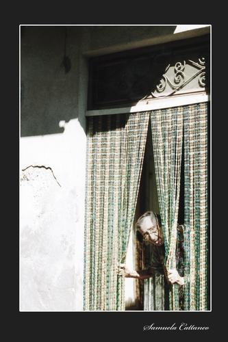 la vecchietta curiosa - Lipari (3810 clic)