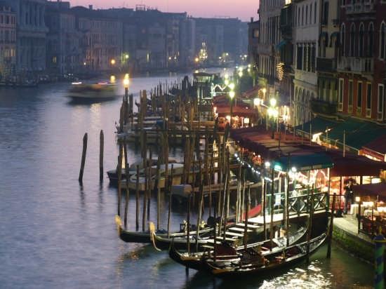 canal grande di sera - Venezia (4834 clic)