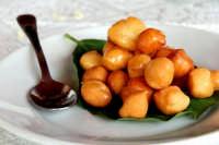 Mpagnuccati - dolce tipico modicano al miele  - Modica (7481 clic)