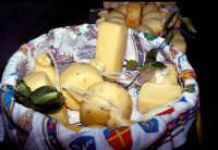 Prodotti tipici: caciocavallo, ricotta, canestrato e provole ragusane  - Modica (2810 clic)