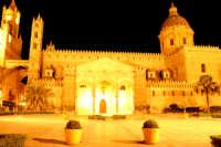 La Cattedrale illuminata di notte  - Palermo (7474 clic)