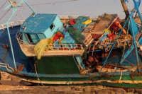 Peschereccio incagliato sugli scogli di Marina di Modica  - Marina di modica (5460 clic)