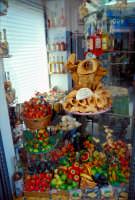 Frutta martorana e cannoli in una vetrina di Taormina  - Taormina (6450 clic)
