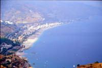 Letojanni e la sua spiaggia visti dal Teatro Romano di Taormina  - Letoianni (6524 clic)