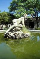 Fontana nel parco del Castello  - Erice (1631 clic)