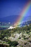 Arcobaleno nella campagna modicana MODICA Giambattista Scivoletto