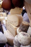 Sagra della Ricotta - Bancarelle di formaggi e prodotti tipici  - Vizzini (3540 clic)