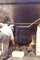 Sagra della Ricotta - calderone per la preparazione della ricotta  - Vizzini (2413 clic)