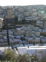 27 gennaio 2005 - Modica si sveglia sotto la neve - Modica Alta e il Duomo di San Giorgio MODICA Gia