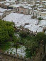 27 gennaio 2005 - Modica si sveglia sotto la neve   - Modica (2194 clic)
