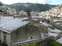 27 gennaio 2005 - Modica si sveglia sotto la neve   - Modica (2209 clic)
