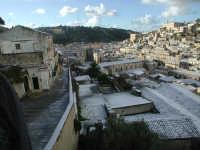 27 gennaio 2005 - Modica si sveglia sotto la neve   - Modica (3288 clic)