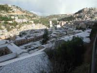 27 gennaio 2005 - Modica si sveglia sotto la neve   - Modica (3716 clic)