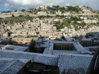 27 gennaio 2005 - Modica si sveglia sotto la neve   - Modica (3475 clic)