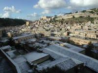 27 gennaio 2005 - Modica si sveglia sotto la neve   - Modica (4382 clic)