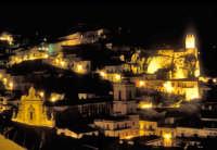 Notturno del Castello dei Conti di Modica e di San Pietro  - Modica (5571 clic)