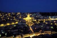 Modica di notte. San Giorgio e la spettacolare scalinata  - Modica (5476 clic)