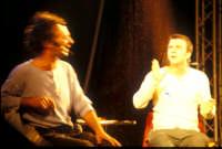 Ficarra e Picone - performance a Marina di Modica - Agosto 2003  - Marina di modica (1727 clic)