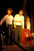 Ficarra e Picone - performance a Marina di Modica - Aogosto 2003  - Marina di modica (2325 clic)