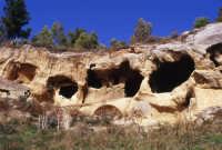 Insediamento rupestre di vallone Canalotto  (età bizantina)  - Calascibetta (9105 clic)