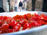 I peperoni a fare shopping per le vie di Ortigia!  - Siracusa (2809 clic)