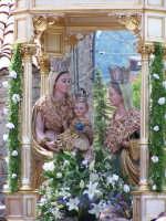 FESTA DI S.ANNATrittico con Maria S.S. Gesù bambino e S.Anna patrona di Floresta  - Floresta (7415 clic)