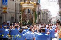 Foto 2005 Devoti portatori S. Anna che urlano verso il simulacro della Santa Patrona per ricevere offerta cospiqua in denaro   - Floresta (5342 clic)