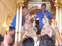 Foto 2006 S. Anna Patrona di Floresta rientro in chiesa in un clima di aggitazione e commozione generale  - Floresta (5366 clic)