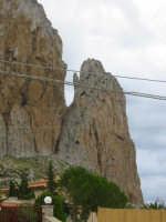 lo chiamano Monte Monaco per la conformazione del costone roccioso che ha tutta l' aria di una persona genuflessa intenta a pregare  - San vito lo capo (2624 clic)