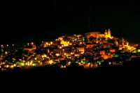 la città di notte    - Caltagirone (7682 clic)