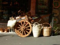 carretto siciliano con coffe e gerle carretto siciliano con coffe e gerle  - Taormina (3337 clic)