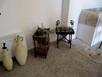 attrezzi del venditore ambulante di acqua e zammu' esposti al museo pitre' attrezzi del venditore am