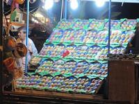 venditore di fichidindia 2013 artistica esposizione di un fruttosimbolo della sicilia   - Mondello (1415 clic)