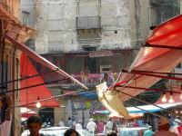 alcune classiche tende della VUCCIRIA con il mitico ristorantino SHANGAI alcune classiche tende dell