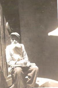vecchio barbone dal nome altisonante CARLO TERZOmeglio conosciuto nel popolare rione di ballaro' co