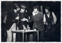 Una scena del film il tempo che fù!Film di coproduzione Italo-americana anni 70.Le riprese,parte in bianco e nero e parte a colori, furono girate a Rosolini(SR).Nella foto gli attori protagonisti del film: Knarf Ozzaratam, Utipep Ila'lled, Erotavlas Airamed, Uddirut Opul.    - Rosolini (2983 clic)
