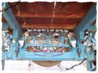 Particolare carretto siciliano, realizzato dal Maestro Giovanni Narchetti ed utilizzato per alcune scene  del film Il capo dei capi girato a Scicli, in onda su Canale 5.   - Scicli (3953 clic)