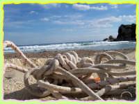 FONTANE BIANCHE:Azzurro e bianco il mare, azzurro e bianco il cielo, bianca la sabbia, , bianca la corda...un bianco che prevale e da legare con Fontane Bianche!   - Fontane bianche (6053 clic)
