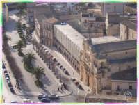 Passeggiando per Scicli:panoramica su Piazza Italia  - Scicli (3508 clic)
