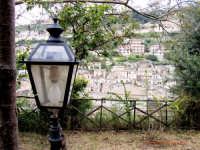 passeggiando per Modica:a lampioni spenti  - Modica (1767 clic)
