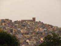 Veduta di una parte di Caltagirone, che è possibile ammirare dalla villa comunale Vittorio Emanuele.  - Caltagirone (2539 clic)