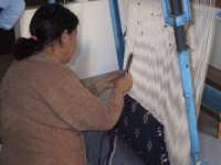 Donna tunnisina che lavora i tappeti  - Mazara del vallo (3718 clic)