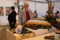 34° Sagra della Castagna 2008 - Il concorso dei Dolci - In primo piano un Cannolo da kg.25.  - Montagnareale (1829 clic)