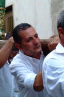 Montagnareale 15.08.2006 Processione Maria S.S. delle Grazie, il portatore CALOGERO CIPRIANO  - Montagnareale (2428 clic)