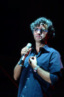 Gaetano Curreri degli STADIO durante il concerto a Montagnareale ESTATE AGOSTO 2006  - Montagnareale (2456 clic)