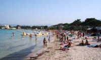 Veduta di una parte della spiaggia libera di Mondello.  - Mondello (8143 clic)