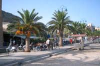 Verso la piazza di Mondello.  - Mondello (7867 clic)