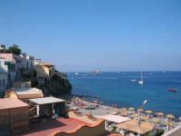 Veduta di una parte della spiaggia di Canneto, 3Km da Lipari.  - Canneto (7444 clic)