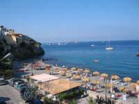 Veduta dall'alto di una parte della spiaggia di Canneto, 3Km da Lipari.  - Canneto (8684 clic)