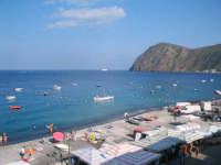 Veduta dall'alto di una parte della spiaggia di Canneto, 3Km da Lipari.  - Canneto (20001 clic)